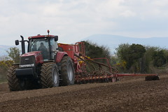 Case IH Magnum 335 Tractor with a Vaderstad Spirit 600C Seed Drill (Shane Casey CK25) Tags: case ih magnum 335 tractor vaderstad spirit 600c seed drill traktor trekker tracteur traktori trator ciągnik wexford sow sowing set setting drilling tillage till tilling plant planting crop crops cereal cereals county ireland irish farm farmer farming agri agriculture contractor field ground soil dirt earth dust work working horse power horsepower hp pull pulling machine machinery grow growing nikon d7200 casenewholland cnh international harvester spring barley