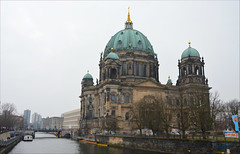 Berliner Dom (angelsgermain) Tags: berlinerdom church dome architecture neobaroque hohenzollern museuminsel river spree bridge boats buildings mist mitte berlin deutschland germany