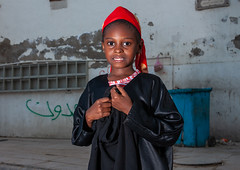 Somali refugee girl in the old quarter, Hijaz Tihamah region, Jeddah, Saudi Arabia (Eric Lafforgue) Tags: arabia arabianpeninsula child colourimage girl gulfcountries horizontal humanbeing jeddah ksa ksa2585 makkahregion middleeast mogadishu onechildonly onegirlonly oneperson outdoors portrait realpeople redsea refugee saudiarabia somali travel hijaztihamahregion