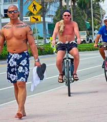 Shirtless guys walking & 2 riding (LarryJay99 ) Tags: 2018 beach streets people ftlauderdale ocean atlanticocean shirtless peekingnippkes peekingpits pits arms navels bellies face tatts tattoos barefoot barfuss bald baldheaded sunglasses glasses legs walking men male man guy guys dude dudes manly virile studly stud masculine sexyman bicycle bikes street urban strangers candid unkpos unposed fortlauderdalebeach fortlauderdale florida swimwear hairy toes barefeet bare chest barechest handsome masculinity gaze jaw