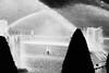 Fourmillement de gouttelettes, Trocadéro (.urbanman.) Tags: paris troca trocadéro grandeseaux jeuxdeau jetsdeau noiretblanc blackandwhite pression gouttelettes water