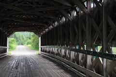 Intérieur du pont-couvert construit 1930 à Rimouski secteur Mont-Lebel. (Gaetan L) Tags: baslaurent gaspésie rimouski nikond7000 route132 provincedequébec fleuvestlaurent pont bridge pontcouvert coveredbridge campagne campagn