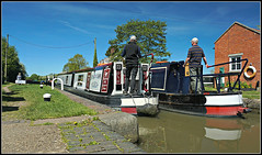 Buckby Top Lock (Jason 87030) Tags: locks canal cut buckby newinn breakingdawn hire craft narrowboats sunny jasmine may 2018 man woman people leisure 7 seven water gates top lock longbuckby northants northamptonshire boats