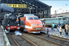 France, en Garde de Lille les 3 époques de traction SNCF (Roger-11-Narbonne) Tags: gare lille vapeur tgv