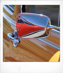 Jus_Polaroids02 (reinhard_srb) Tags: artwork polaroid automarke automobil oldtimer ausstellung logo farbe fahrzeug historisch detail karosserie blech lack design spiegelung glanz sammler vw käfer orange spiegel türgriff schloss