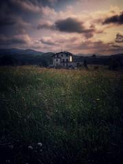 Bakardade bilatuak. (Jaione Dagdrømmer) Tags: alone calm sunlight clouds house green flowers spring sunset sky gipuzkoa landscape basquecountry euskalherria oiartzun