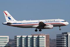 N475UA United A320 (twomphotos) Tags: plane spotting sna ksna united airbus a320 retro jet bestofspotting skyline landing evening 20r colorfullspecial