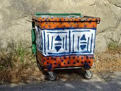 Symmetrical garbage art. (Ia Löfquist) Tags: crete kreta hike hiking walk walking vandra vandring soptunna garbagebin fotosondag fotosöndag fs180513 symmetri symmetry