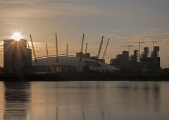 Sunrise at the O2 (Sean O'Reilly*) Tags: o2 greenwich london londres england gb uk reflection morning sunburst thames cranes