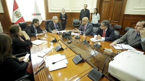 El presidente del Consejo de Ministros, César Villanueva Arévalo, junto con el titular del Ministerio de Economía y Finanzas, David Tuesta,  recibió hoy a la misión para Perú del Fondo Monetario Internacional (FMI)