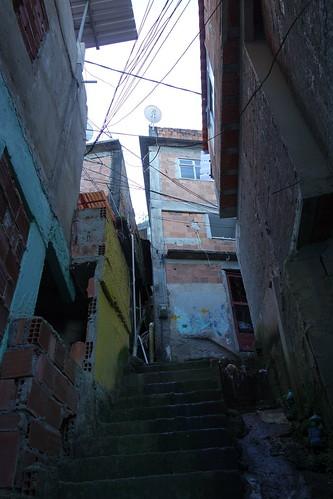 La favela est constituée de petites ruelles