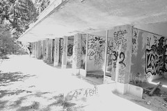 Sanatorium d'Aincourt (Shooting photo à petit prix) Tags: sanatorium aincourt daincourt urbex découverte urban discovery verdure végétation interdit aventure tag streetart artist aristotephotographie abandonnée art exploration escaliers team tour urbain urbandiscovery urbanisme interdites