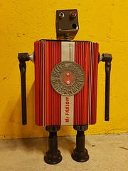 Robot recyclé : Mac Farlow (Gille Monte Ruici) Tags: assemblage art artistic bots bot box character craft creature creation doityourself design diy detalhesemferro détournement decoration droid droïde foundobjects fiction foundartrobot gillemonteruici geek hijackingobjects handmade homemaderobots homemade invader invention industrial industriel invaders iron junkrobot junk metal monster metallic maker metalart make metaldish robot robotssculpture robotics repurposed reused reuse recycling recycledmetalart retro recycledassemblage recup recyclage sculpture space steel sci scrapmetalsculpture macfarlow upcycling vintage