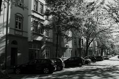 Light&shadow@Bahnstreet, Ratingen, Germany (Amselchen) Tags: mono street bnw blackandwhite light shadow season earlysummer fujifilm fujinon xe1 fujifilmxe1 xf23mmf2rwr