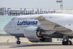 Frankfurt Airport: Lufthansa Boeing 747-830 B748 D-ABYH (New Lufthansa Livery) (kevin.hackert) Tags: rheinmain vorfeld linienflugzeug flughafen eddf outdoor metropole airport jet flugzeug cargo rheinmainflughafen ffm hessen fra aircraft frankfurtammain 069 apron frankfurt main rollfeld fahrzeug fraport boden verkehrsflughafen
