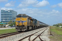 8220 + 9047, Webster TX, 23 March 2018 (Mr Joseph Bloggs) Tags: gees44ac ge gevo general electric up union pacific webster tx texas usa united states america tanks galveston 9047 csx train treno bahn railway railroad