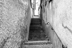 Are you lonesome tonight? (Douanot) Tags: alley callejón escaleras steps soledad zenitar250