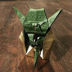 May the 4th be with you ! Design : Fumiaki Kawahata #origami #origamiart #papercraft #paper #paperart #craft #paperfolding #yoda #origamistarwars #starwars #jedi #masteryoda #kawahata #fumiakikawahata #maythe4thbewithyou #may4th #starwarsday (OrigamiInvasion) Tags: origami paperfolding papercraft paper craft