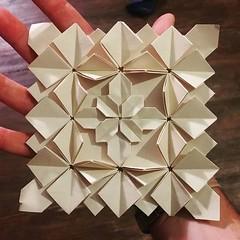 Nouvelle petite Tessellation Hydrangea High Density. Design : Shuzo Fujimoto & Peter Budai Papier : 35cm*35cm #origami #origamiart #papercraft #paper #paperart #craft #paperfolding #tessellation #origamitessellation #shuzofujimoto #peterbudai #hydrangea # (OrigamiInvasion) Tags: origami paperfolding papercraft paper craft