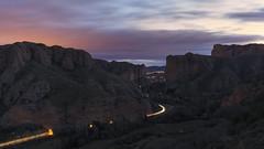 Between the rocks (explore) (Rafael Díez) Tags: españa larioja viguera amanecer peñas rocas filtro panorámica rafaeldíez sunrise sol nubes paisaje