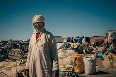 Closing (Tom Levold (www.levold.de/photosphere)) Tags: fuji fujix100f marokko morocco x100f zagora market candid people portrait markt porträt man mann berber