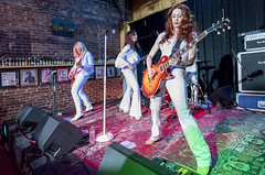 A Blonde, a Brunette, and a Redhead walk into a bar... (acase1968) Tags: zepparella howiees medford front oregon led zeppelin cover tribute all female anna kristina gretchen menn holly west nikon d750 nikkor 20mm f18g gibson les paul guitar concert live photography