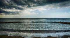 Claroscuros (candi...) Tags: playa mar agua cielo nubes naturaleza nature arena rocas sonya77