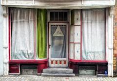 SA (roberke) Tags: door deur windows ramen vensters huis house gordijnen curtain vervallen verlaten street straat green groen