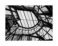 A masterpiece of the 20th c. 12 (2 Marvelous 4 Words (Blanca Gomez)) Tags: bilbao spain museum guggenheimmuseum museo arquitectura architecture building masterpiece artgallery arts workofart frankgehry thomaskrens bw blackwhite deconstructivism glass limestone titanium