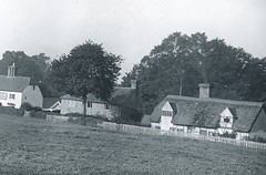 H002130 Rushlake Green, Warbleton (East Sussex Libraries Historical Photos) Tags: village cottage rushlakegreen warbleton architecture