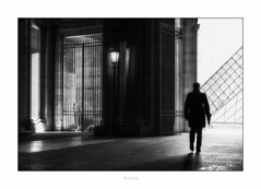 Paris n°192 (Nico Geerlings) Tags: ngimages paris france louvre museum museedulouvre richelieu passage contrast contrasts nicogeerlings nicogeerlingsphotography leicammonochrom 50mm summilux