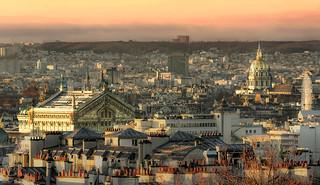 Paris_Toit de l'Opéra Garnier et Dôme des Invalides au lever du Soleil