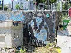 cigarette girl (sans) (M,VAL) Tags: béton bloc pochoir stencil street rue rennes girl femme mval outdoors