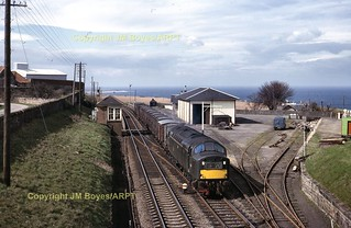 011 D391 passing Cockburnspath with the 10-05 Aberdeen-Kings Cross up freight 15-04-65  (John Boyes) 010