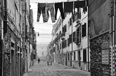 Valeria, valeria, valeria... (nemenfoto) Tags: valeria callejon carrero venecia venice venezia italia italy europa europe niebla nemenfoto urbana urban calle callejera viaje