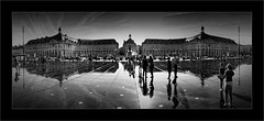 Le miroir d'eau (Jean-Louis DUMAS) Tags: bordeaux night dark ville panoramique architecture architecte art artist artistic artistique shot ciel bâtiment nuit route personnes reflets reflections bw black noiretblanc noir noretblanc nouvelleaquitaine apple iphone iphone7plus