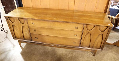 Broyhill Chest of Drawers ($252.00)