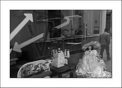 Jolie poupée... (Panafloma) Tags: 2018 arras architecturebatimentsvestali artois bandw bw catégorieprojet famille géographie hautsdefrance métiersetpersonnages nadine nadinebauduin natureetpaysages objetselémentsettextures pasdecalais personnes portraitposeanonymes refletsmiroir techniquephoto textureseffets végétaux blackandwhite homme machineàcoudre monochrome noiretblanc noiretblancfrance passant poupée province streetphoto france fr