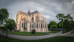 when the sun kisses the house of god (juhwie.foto - PROJECT: LEIDENSCHAFT-LICH-T) Tags: wien vienna church kathedral park green sunset pano panoramic urban architecture cityscape pentax pentaxart ricohimaging sky roof light