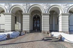 Palacio real - Oslo (José M. Arboleda) Tags: arquitectura edificio cielo calle gente estatua nieve palacio real carlxivjohan rey suecia noruega oslo eos markiv josémarboledac puerta ef1635mmf4lisusm canon 5d