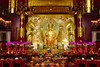 Interior of the Temple of the Buddha Tooth Relic in Chinatown, Singapore (UweBKK (α 77 on )) Tags: interior inside temple buddha buddhist buddhism religious religion worship tooth relic chinatown gold red singapore southeast asia sony alpha 77 slt dslr