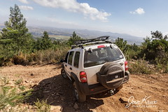 Steep Descent (jan-krux photography - thx for 3 Mio+ views) Tags: helderberg 4x4 trail pfad weg strasse road offroad mountain berg steep tackling jeep cherokee sport liberty kj white canon 550d trial southafrica westerncape suedafrika westkap provinz somersetwest fun spass