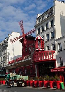 Le Moulin Rouge, boulevard de Clichy, Paris XVIIIe, France.