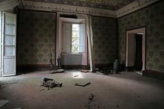 vacuum (_wysiwyg_) Tags: urbex ue urbanexploration abandoned abandonné abandon villa maisonabandonnée mansion empty vide decay derelict désaffecté aspirateurs vacuumcleaners italie italy