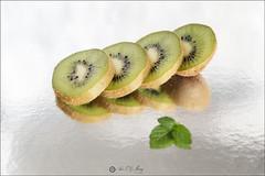 17/52 Comida (Art.Mary) Tags: 52semanas comida kiwis canon food aliments alimentos bodegón stilllife naturemorte verde vert green fruta fruit vitaminas vitamines macro