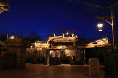 Indiana Jones et le Temple du Peril (Somewhere, Lost) Tags: france paris disneyland disneylandparis discoveryland adventureland frontierland fantasyland night nightphotography