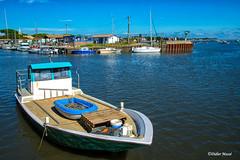 Barque de pêcheur au port ostreicole (didier95) Tags: barque andernoslesbains port portostreicole gironde bleu bassindarcachon peche