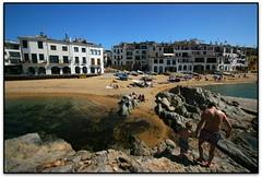 Platja d'en Calau i el Port-Bo, Calella de Palafrugell (el Baix Empordà) (Jesús Cano Sánchez) Tags: elsenyordelsbertins canon eos20d efs1022 catalunya cataluña catalonia gironaprovincia emporda ampurdan baixemporda bajoampurdan palafrugell calelladepalafrugell platja playa beach portbo barri barrio neighbourhood