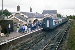 Cranmore Station, 28 Jul or 3 Aug 1985 (Ian D Nolan) Tags: railway prinzflashmaticgt7 35mm epsonperfectionv750scanner esr station cranmorestation 060st