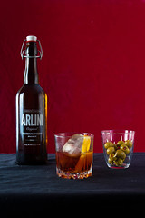 Vermouth (Vanessa Toro Macías) Tags: glass bottle lemon arlini drink olives sweetwine redwine ice aceitunas vino wine vermouth